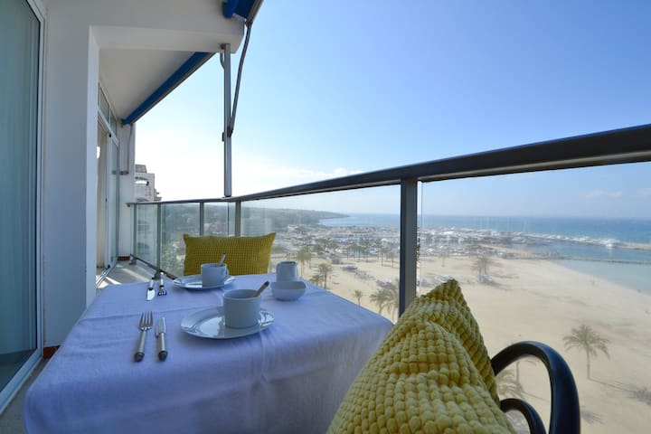 Large apartment with direct sea views in S'Arenal