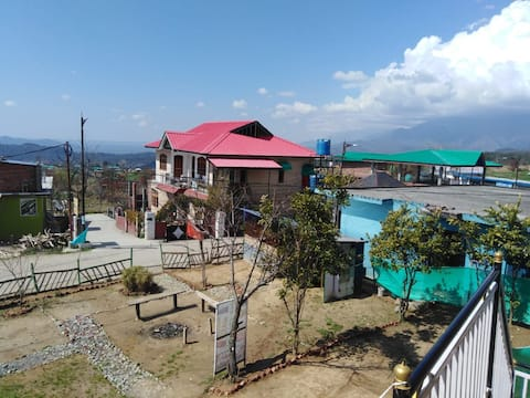 Budget stay near to paragliding site Bir