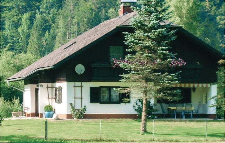 Awesome home in Obertraun with 4 Bedrooms