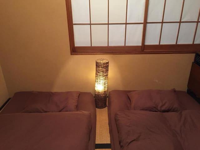 6 min on foot from Nagoya Kanayama sta. For sightseeing Nagoya Castle ! Japanese style twin room