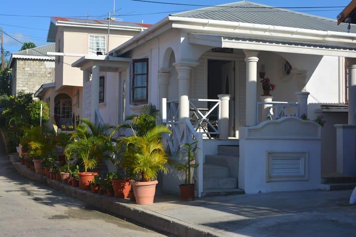 Delmar Villa by the sea-2 bdrm home - Weston - Casa