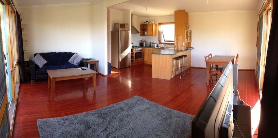 Hideout on the Hill with Bay views! - Dromana - House