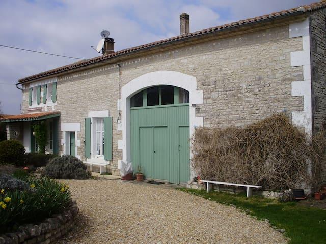 Cottage meublé de tourisme ***, piscine,  jardin - Jauldes - Haus