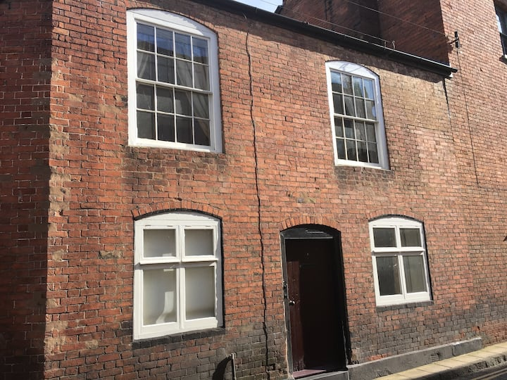Grade 2 listed cottage in the heart of Ludlow