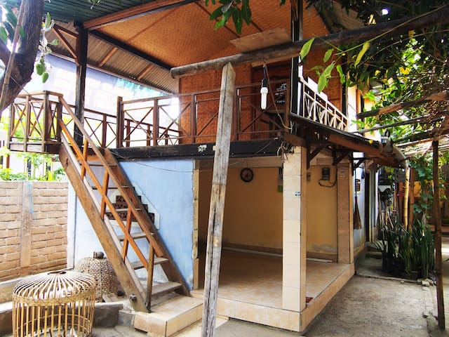 HOMESTAY IN KAMPUNG (Stay with local family)