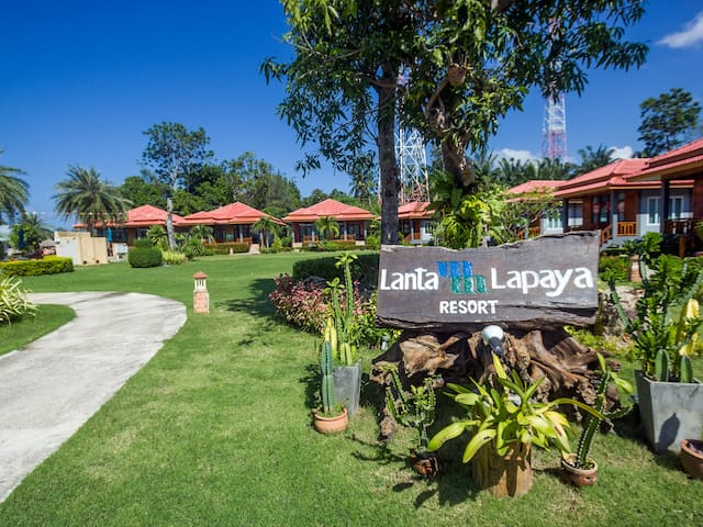 A Lapaya Garden Villa 2 Single Beds CP97
