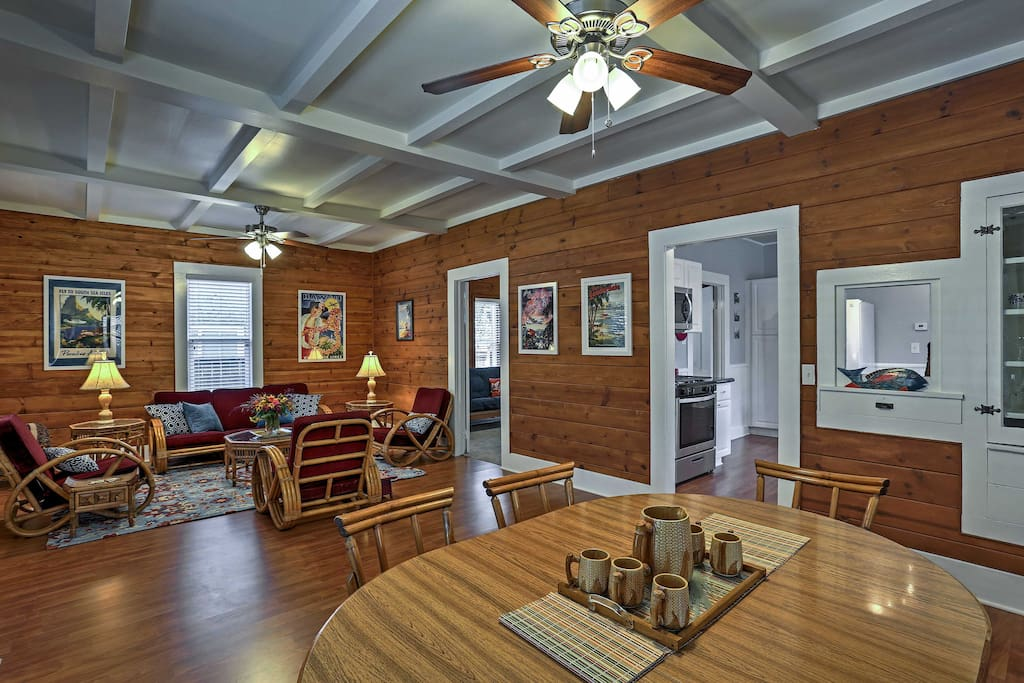 With 1,200 square feet of well-appointed living space, this craftsman style bungalow comfortably sleeps 6.