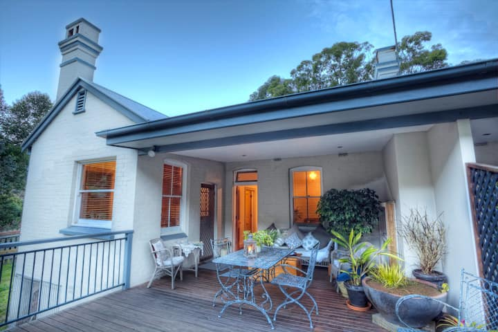 Otford Cottage for 2, Queen Bed, Large Deck!