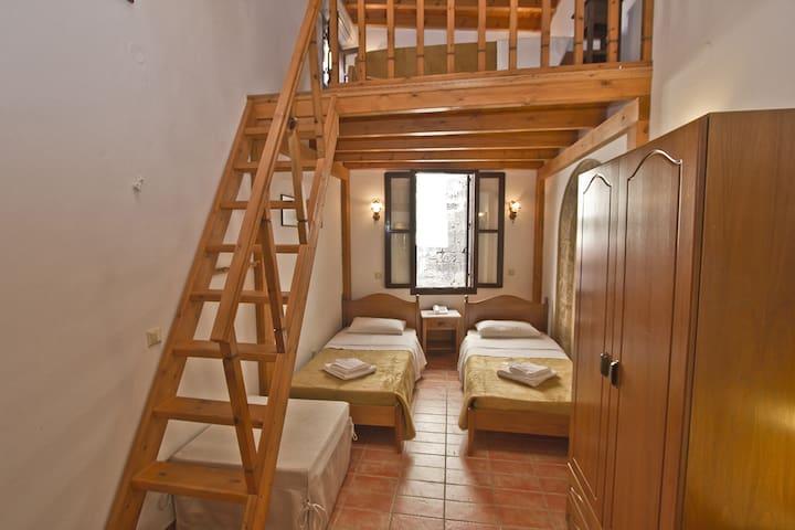 Family Suite in medieval town of Rhodes - Rhodos - Bed & Breakfast
