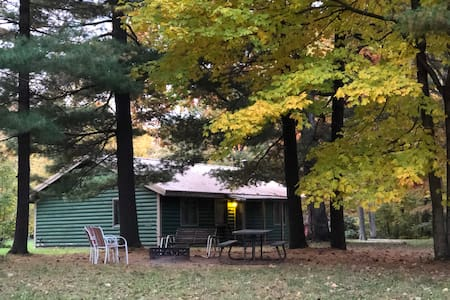 Kishauwau's Starved Rock Area Cabins - Family Cabin Sleeps 6 (Illini cabin), No animals allowed