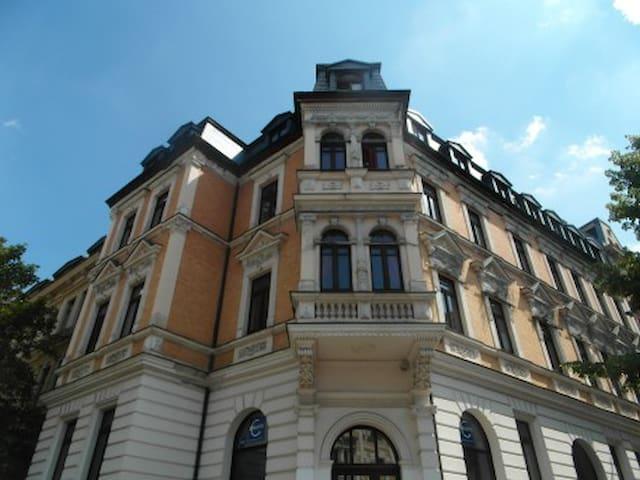 30qm Zimmer mit Erker/Küche Altbau ohne TV/WLAN - Halle (Saale) - Apartamento