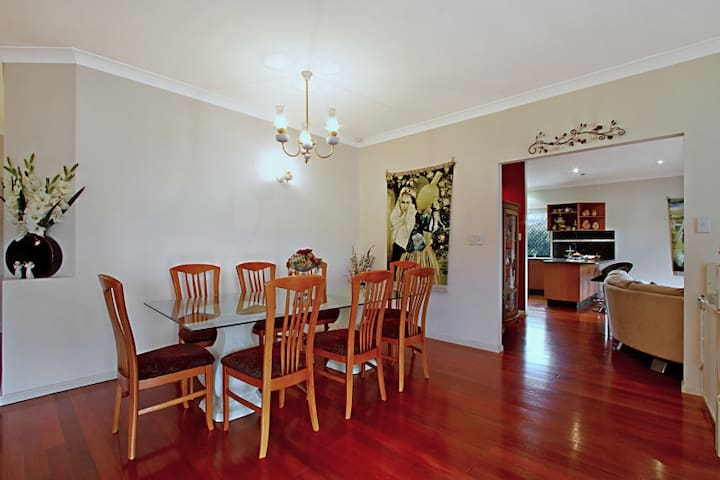 C&L - Carindale - Bed & Breakfast