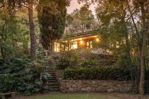 The Tea Gardens Cottage -魔法瀑布綠洲