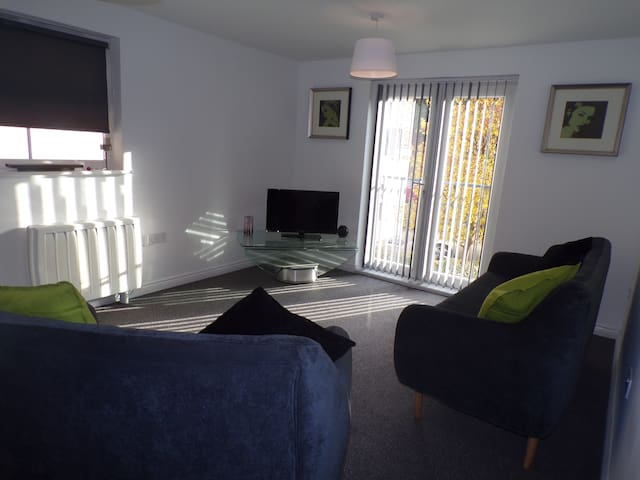 Comfortable and Modern Suburban Apartment - Radcliffe - Flat