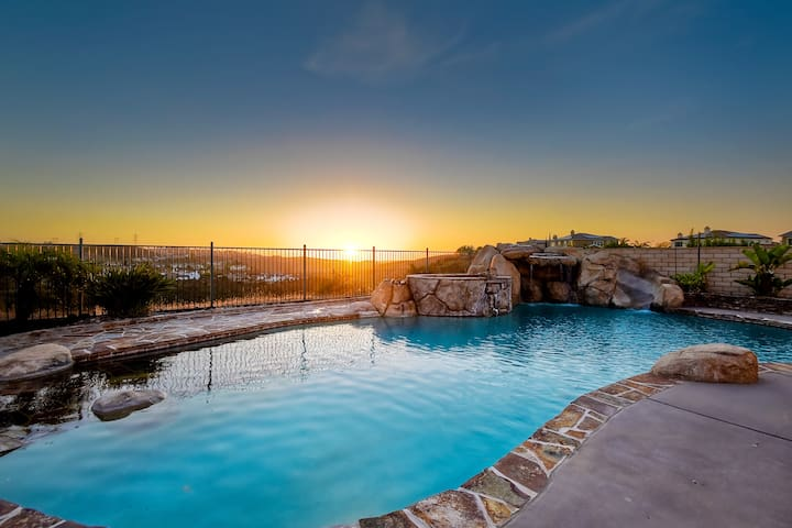 Kids Paradise upscale heated Pool/AC (family only)