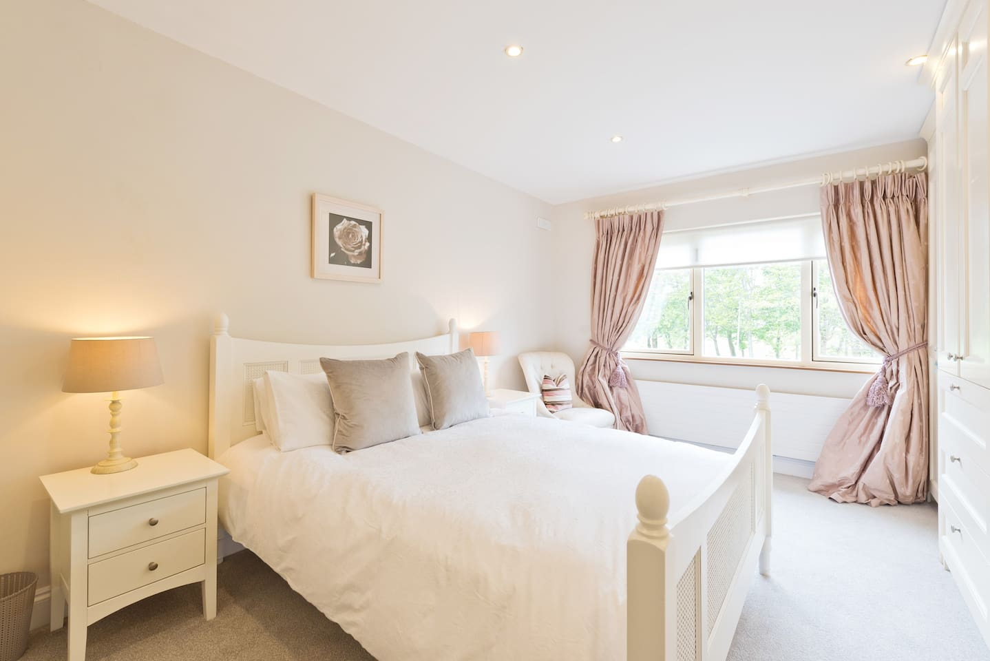 Luxurious large refurbished room in great area!