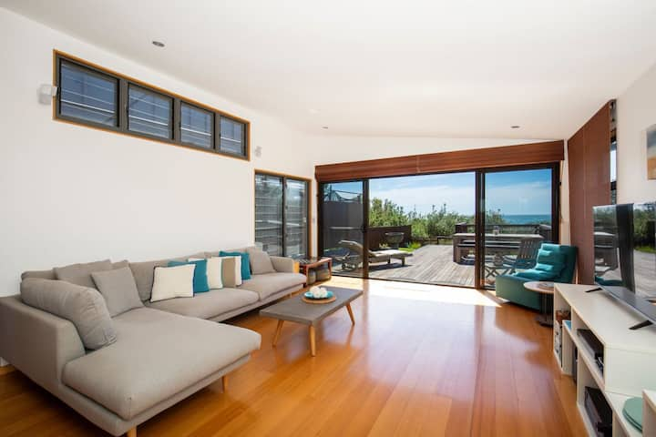 Illaroo - Absolute Waterfront with Spa
