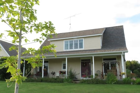 Sweetfern Inn ~ Huron Room - Bed & Breakfast