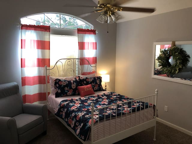 Quiet two bedrooms for you and yours near IAH