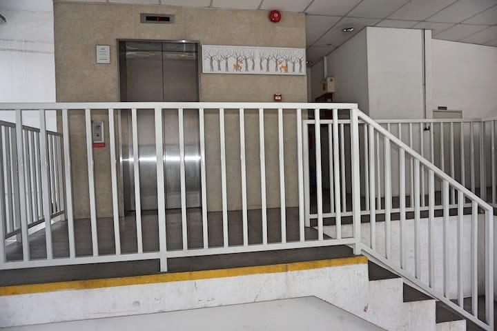 Geylang Service lift