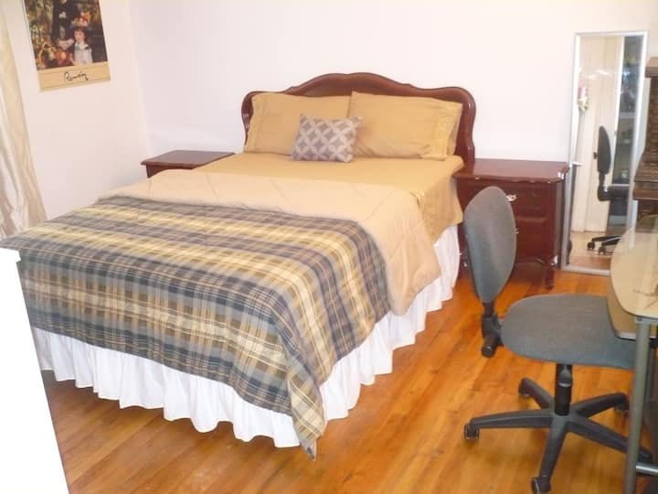 Charming MtlHomestay Accommodation!