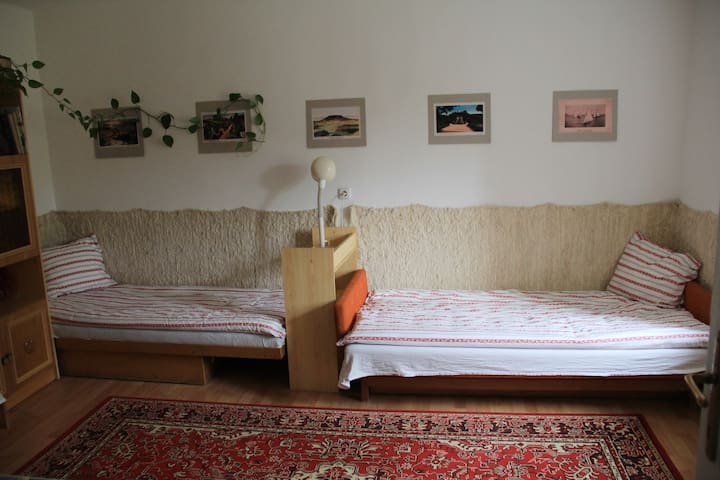 SATNAM Room with 3 beds - Csajág - Casa