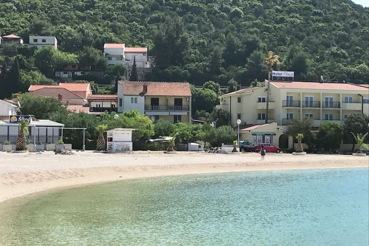 Spacious and modern apartment, directly on the beach in Klek, 70 km away from Dubrovnik