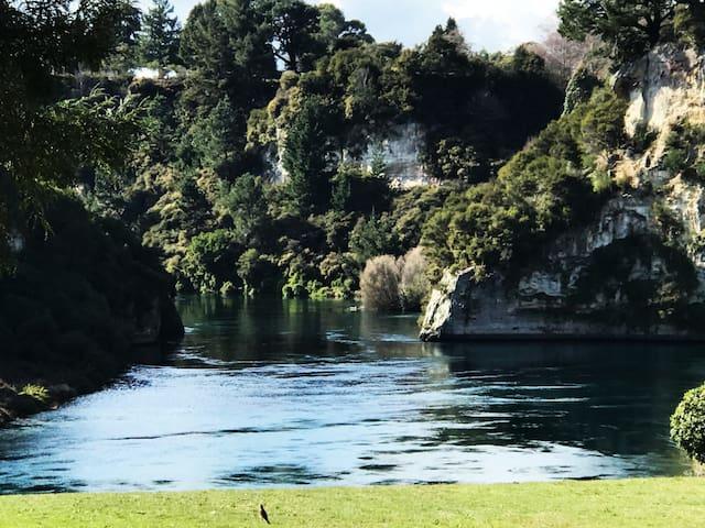 Amazing Views in Taupo 4 Bedroom Retro Home
