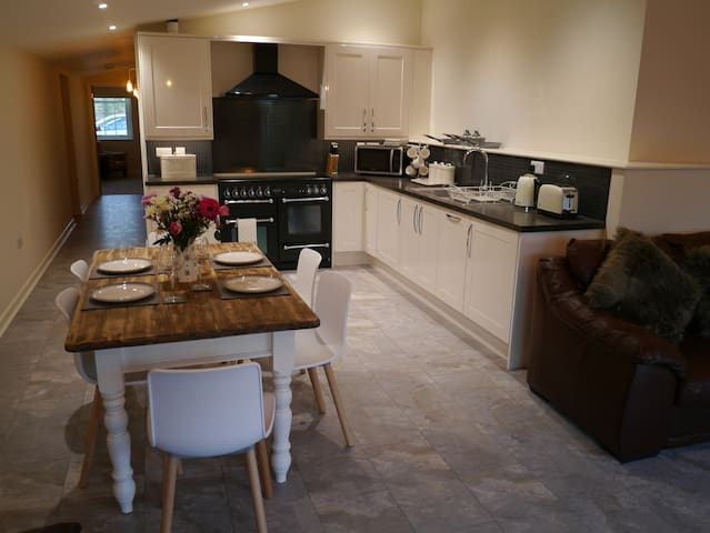 """The Den"" holiday apartment near Longleat & Frome"