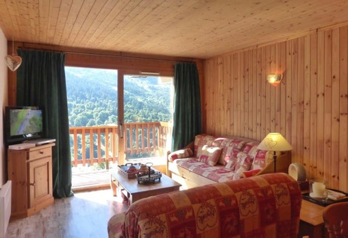 Nice 2 rooms apartment for 5 persons in the center of Meribel close to the shops