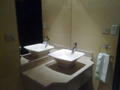 Moderne 2 BR-Suite im Elite Suites Aparthotel