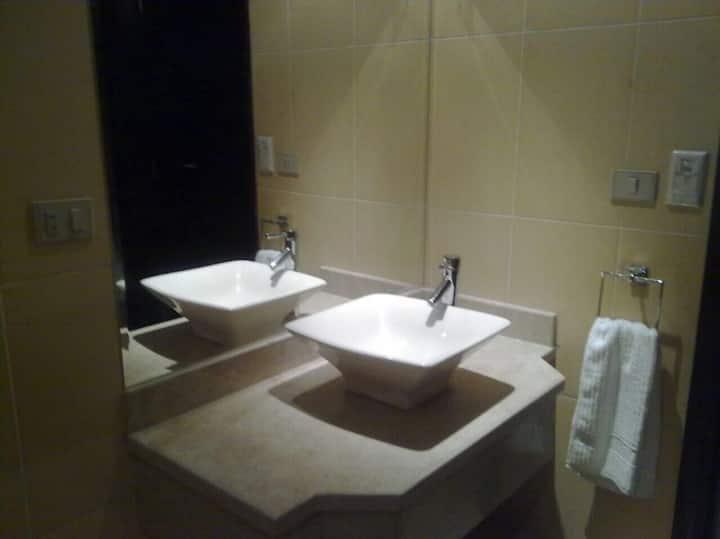 Modern 2 BR suite in Elite Suites Aparthotel
