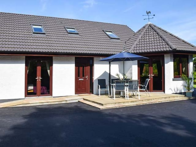 LITTLE CHESTNUT, family friendly in Muir Of Ord, Ref 915066