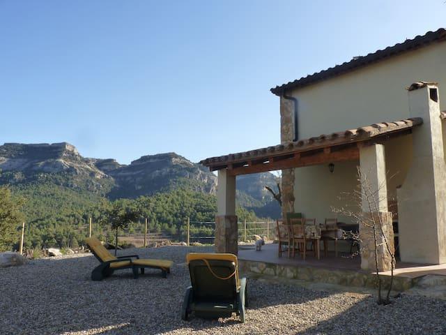 Casa con criterios bioclimaticos en Capafonts - Capafonts - House
