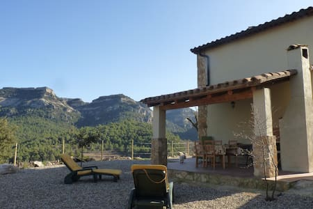 Casa con criterios bioclimaticos en Capafonts - Capafonts - Hus