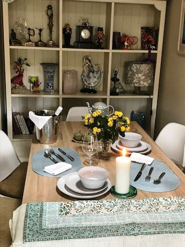 Dining area, fully equipped with crockery, cutlery, table linen, glasses etc etc  to enjoy a home cooked meal or uber eats!