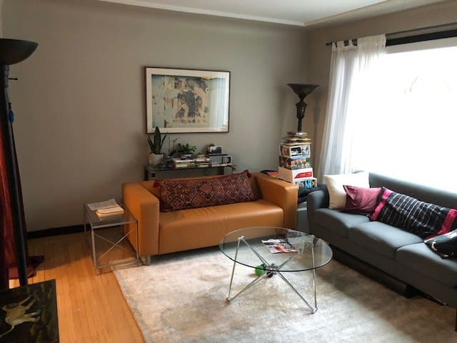 Super Comfy Pad 80 feet from Kits Beach!