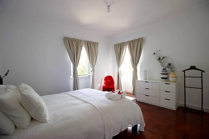 Casa da Água Double Room nº1 - Rio de Mouro - Penzion (B&B)