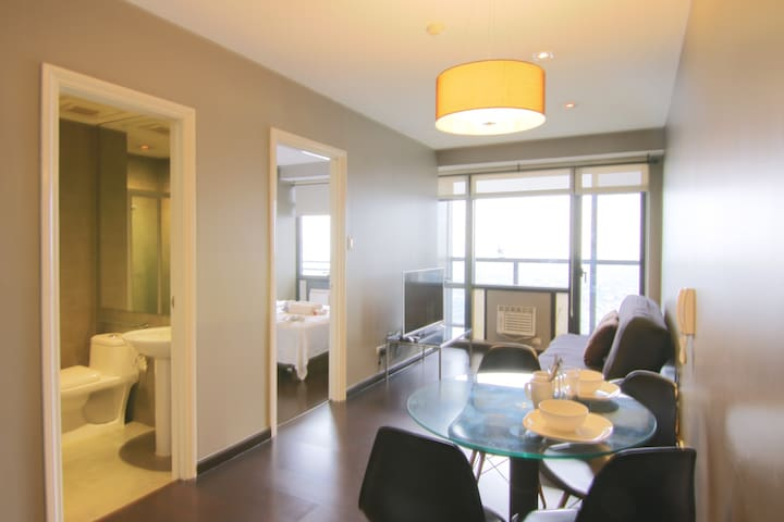 High Floor 1 Bedroom Unit in Gramercy - 20 MBPS