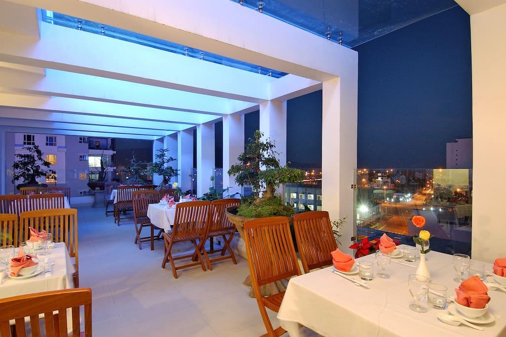 A small comportable restaurant