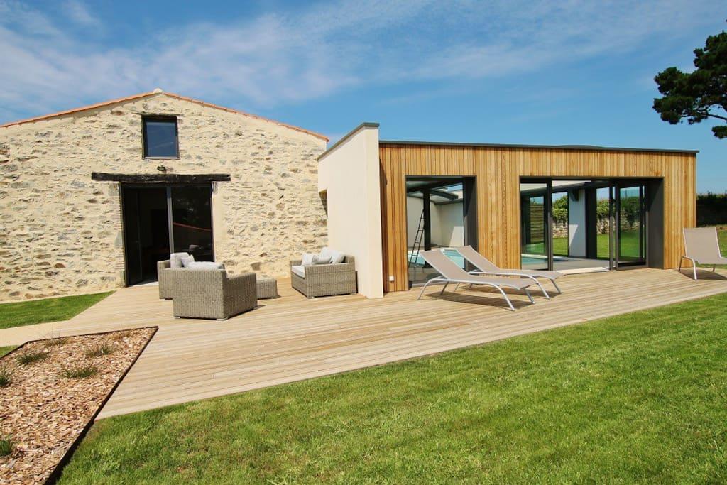 La demeure du pont rolland piscine int rieure maisons louer avrill pays de la loire france - Airbnb piscine interieure ...