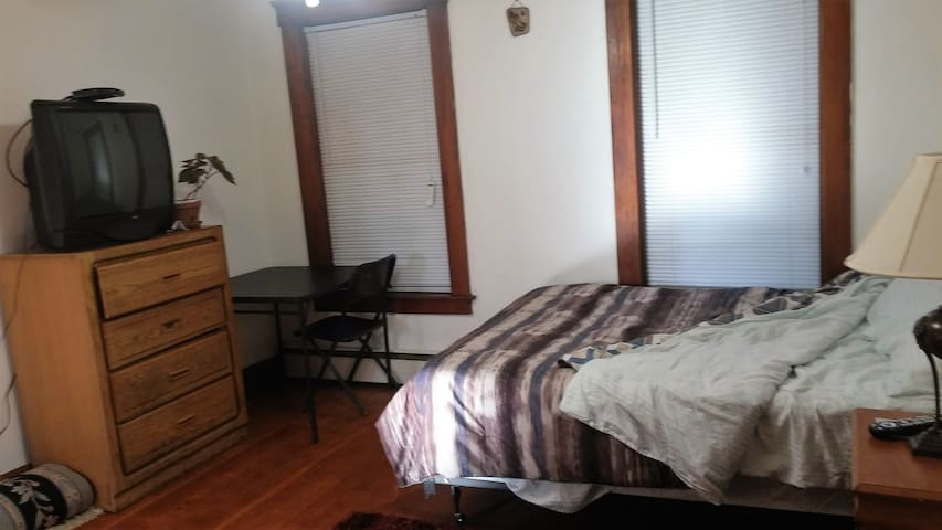 Friendly APT close to everything - Fitchburg - Apartemen