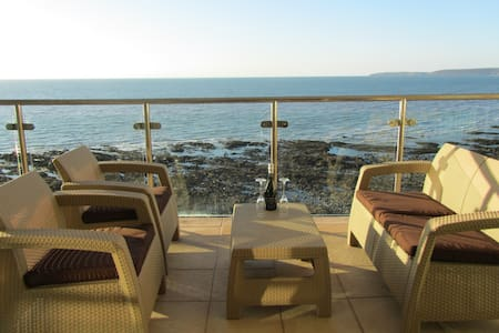 Luxury Seaside Apartment - Westward Ho!