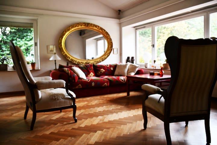 Etagenwohnung im alten Landhaus
