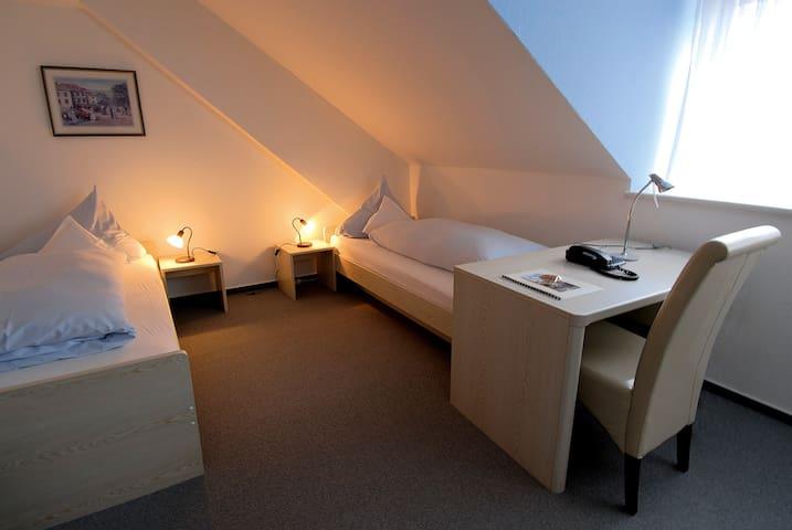 Landgasthaus Hotel Römerhof (Obernburg), Einzelzimmer Haupthaus mit WLAN