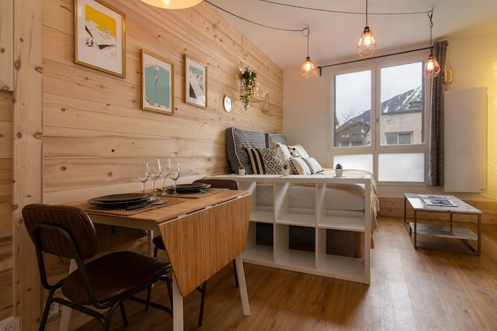 Super cosy studio in a  lively area of Chamonix
