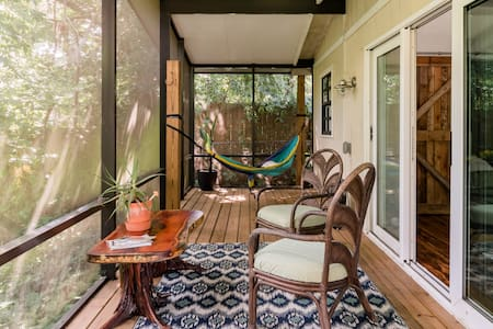 Riverside Guesthouse Tucked Away in Hip Seminole Heights