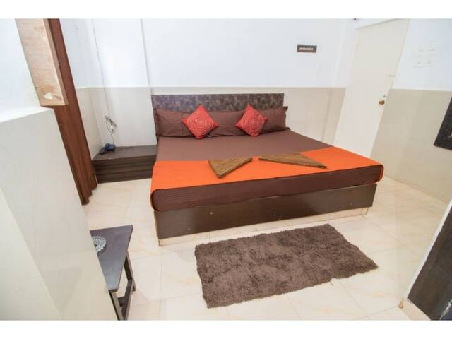 Double Bedded Non Ac Rooms( Travellers Inn)