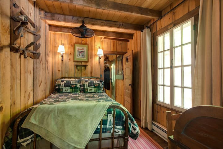 Moose Room w/ Full Bed - Connects to screened Sleeping Porch w/ Twin Bed