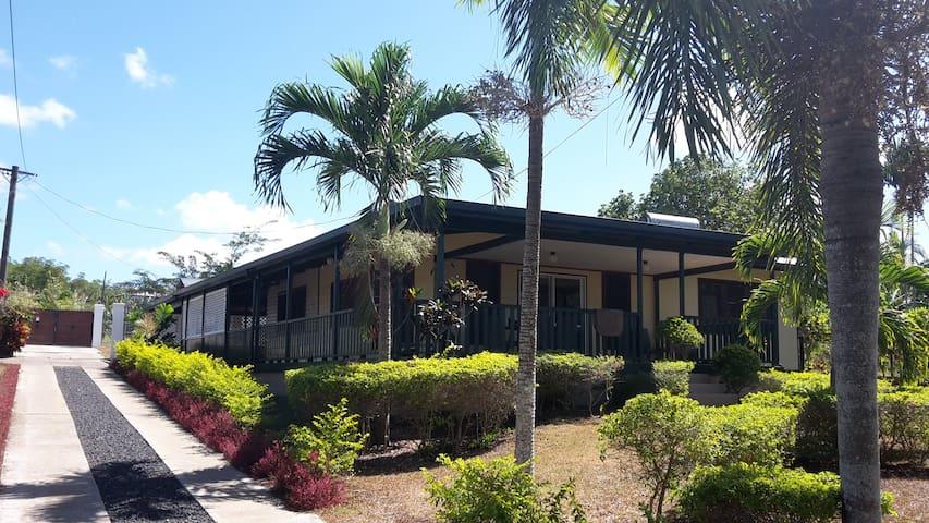 Ululoloa Heights Villa